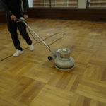 床の塗装工事。