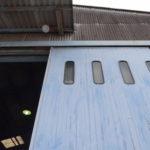 ハンガードアの塗装工事。