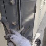 玄関扉塗装。