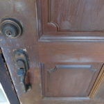 玄関扉の塗装。